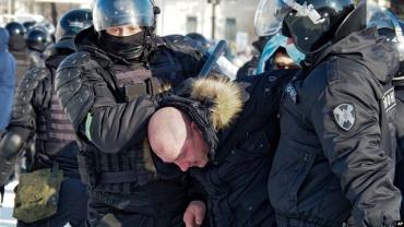 Массовые акции протеста в России: Задержали уже более 300 человек