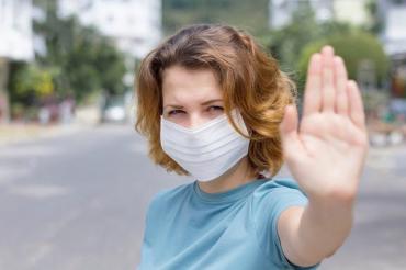 Чверть українців оцінили процес вакцинації в країні як жахливий