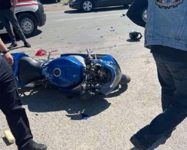 В Ужгороде на мотоцикле разбился патрульный: опубликовано фото с места аварии