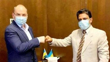 Українців прищеплюватимуть від коронавірусу вакциною для найбідніших