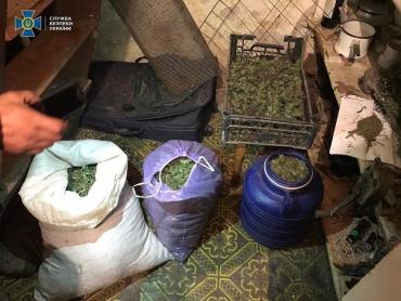 В Закарпатье ликвидировали канал распространения крупных партий наркотиков