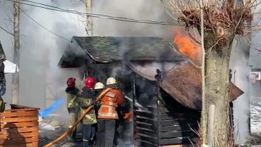 В Ужгороде пылает известное кафе в Боздошском парке: Звучат даже взрывы