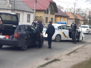 В Мукачево из-за задержания преступника на улице запаниковала вся улица