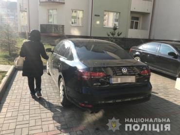 В Ужгороде к женщине подсели в автомобиль и угрожали ножом