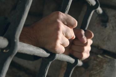 Закарпаття. Раніше судимого розбійника, який напав на 80-річну пенсіонерку, засуджено до 7 років ув'язнення