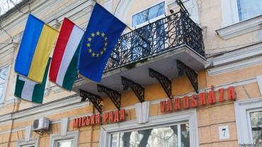 Чому Будапешт масово порушує справи проти мешканців Закарпаття з угорськими паспортами
