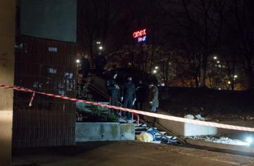 Голова розкололась навпіл: у Києві з 7-го поверху випала мати бійця ООС
