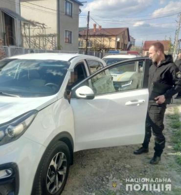 """В Закарпатье шут на внедорожнике """"KIA"""" позабавил полицейских"""