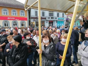 В Закарпатье у обвалившегося кинотеатра начался протест