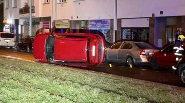 Скандал в Чехии: Пьяная экс-депутат Европарламента протаранила четыре авто