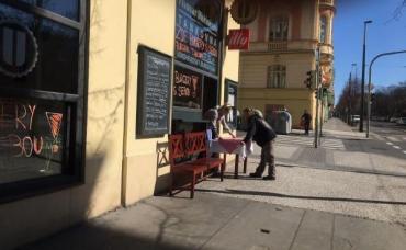 Чехия самоизолировалась изнутри: Прага опустела, бизнес несёт убытки