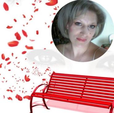 Жестоко избитой и умершей украинке в Италии посвятили специальную скамейку цвета крови