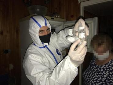 В Киеве экс-заведующая сектора института биотехнологий хранила дома опасный штамм птичьего вируса