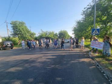 В Закарпатье около сотни человек вышли на протест на трассе: Участники выдвинули требования