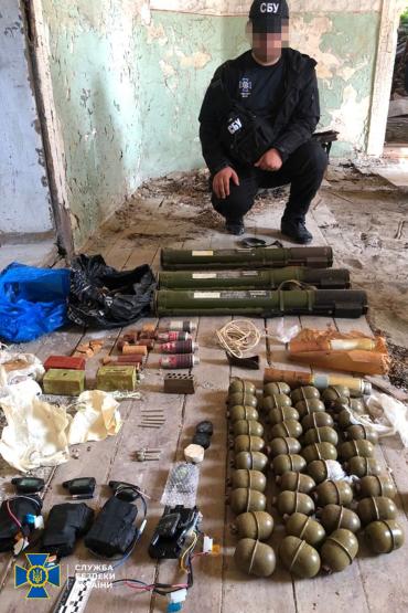 В Закарпатье нашли тайник со смертельным оружием