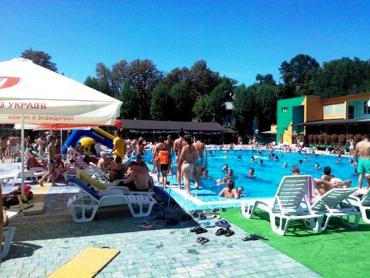 Пропал с поля зрения: На Закарпатье маленький ребёнок утонул в бассейне