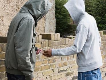 Двух наркодилеров из Мукачево заставили заплатить больше 700 тысяч: Известна причина