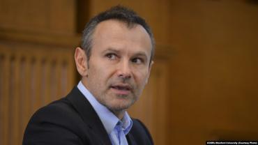 Вакарчук идет на выборы размывать электорат Зеленского