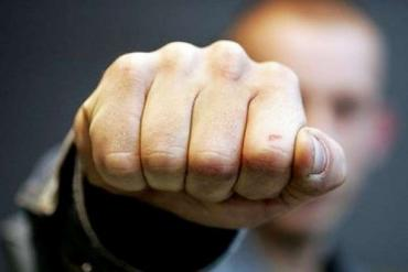 В Закарпатье агрессивный дебошир поставил синяк под глаз полицейскому