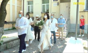 В Закарпатье невесты и женихи чихать хотели на карантин - свадьба всё равно будет!