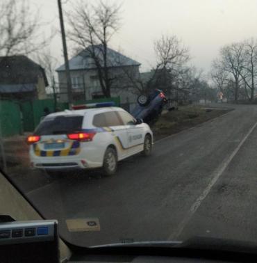 В Закарпатье ДТП с самого утра: Автомобиль перекинулся на крышу