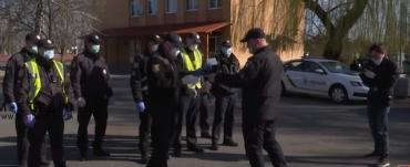 На Закарпатье полиция наведалась в гости ко всем, кто должен соблюдать карантин