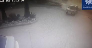 Момент ДТП на автомойке в Мукачево попал на камеру
