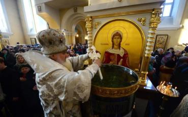 Как нельзя использовать святою воду после Крещения