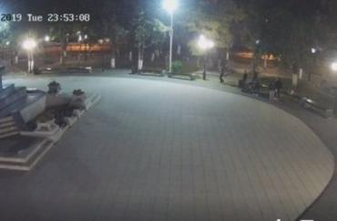 В Закарпатье вандалы попали на камеру наблюдения