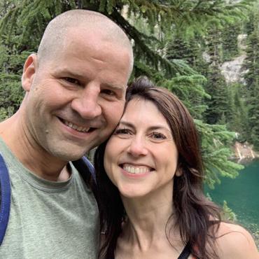 Экс-супруга ТОП-миллиардера сыграла свадьбу с обычным учителем