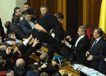 Трое депутатов из Закарпатья поддержали закон про украинский язык как государственный