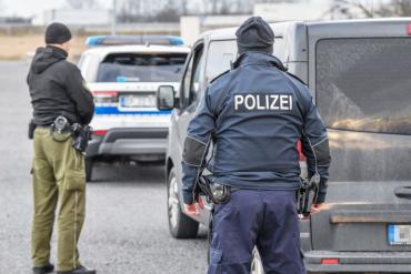 """У Німеччині тривають масові затримання і депортація українських """"європейців"""""""