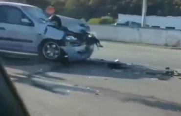 """В Закарпатье на трассе «Renault» разбился об """"Mercedes"""""""