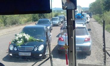 """В Закарпатье из-за ремонта на трассе """"Мукачево-Рогатин"""" огромнейшие заторы"""