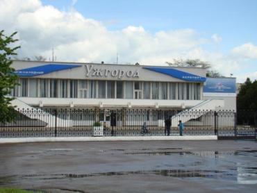 30 уволились, 70 бастуют: Аэропорт в Ужгороде заблокирован