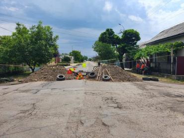 В Закарпатье уже больше суток перекрыта дорога областного значения
