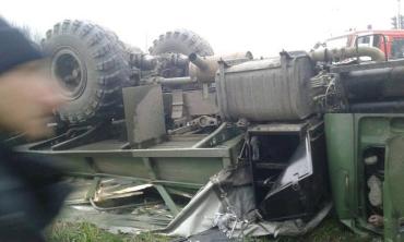 Погибло 5 людей: На Закарпатье грузовик сорвался и упал в реку