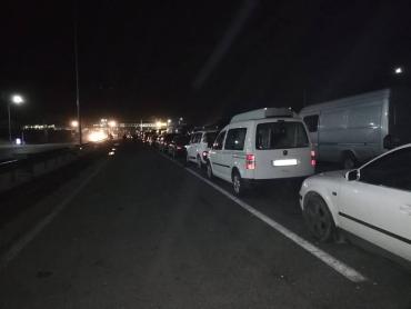 В Закарпатье водители снова ждут на границе минимум по четыре часа
