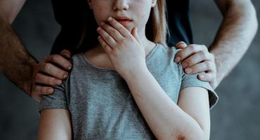 Жена смотрела, дети терпели: В Закарпатье спустя два года таки расправились с отцом-педофилом