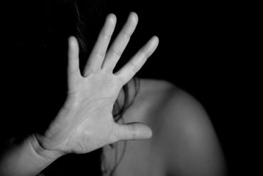 В Закарпатье ученицу школы жестоко изнасиловали трое парней