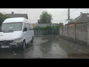 Непогода в Закарпатье набирает оборотов: Улицы города уходят под воду