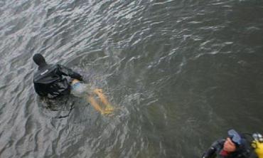 Ужасная смерть: На Закарпатье из реки вытащили мертвое тело человека