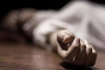 В Закарпатье бедолага обнаружил дома на полу мертвую жену