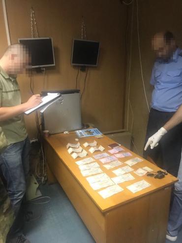 """""""Важная шишка"""" на границе в Закарпатье испортила свою жизнь из-за смехотворных денег"""
