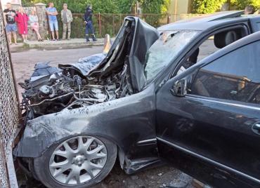 Подробности кошмарного ДТП в Ужгороде: Водитель элитного авто погиб на месте, трое пострадавших