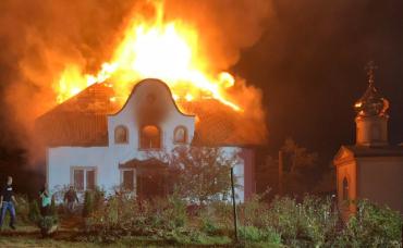 В Закарпатье пылал монастырь: Трёх монахов силой оттуда вытаскивали
