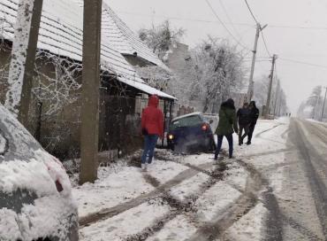 Снег не жалеет: На трассе возле Мукачево ДТП