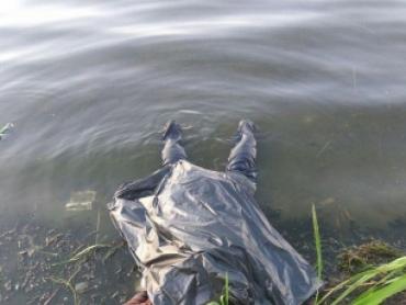 В Закарпатье полиция обеспокоена найденным в озере трупом