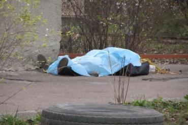 В Ужгороде возле спорткомплекса лежал человеческий труп