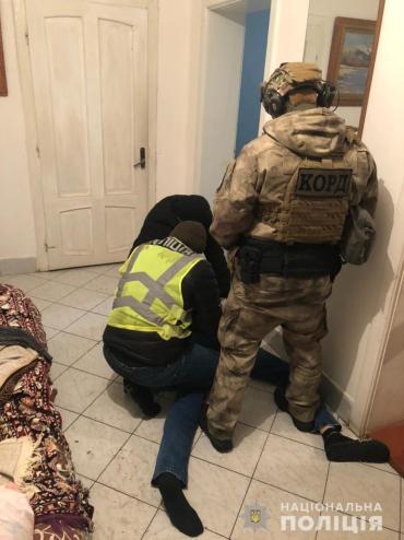 """""""Пасли"""" целый месяц: В Закарпатье этой ночью прикрыли лавочку наркоторговца амфетамином"""